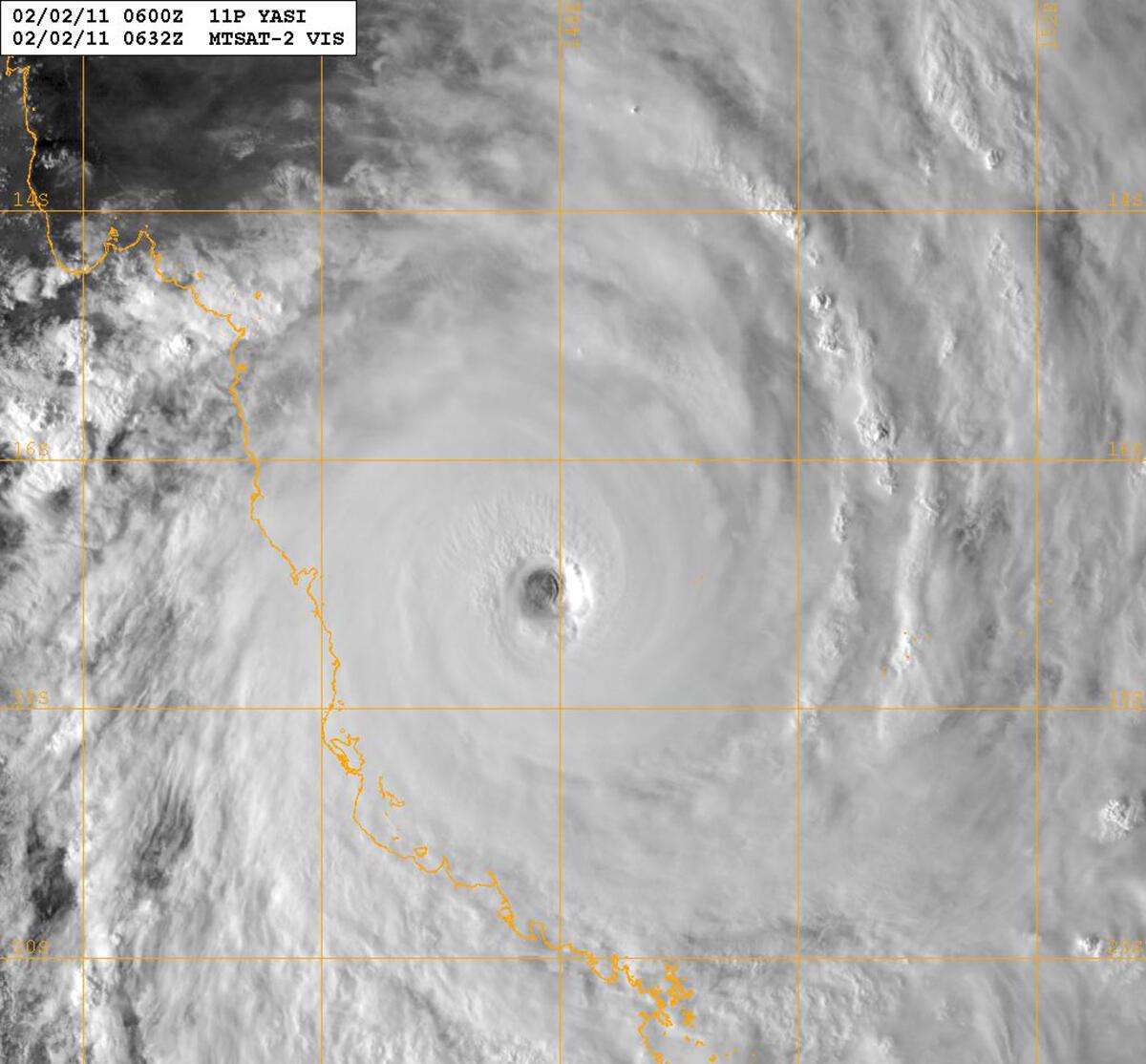 Imagem de satélite do furacão Yasi, que se aproxima da costa nordeste da Austrália.