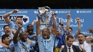 El Manchester City celebra tras ganar la Premier League.