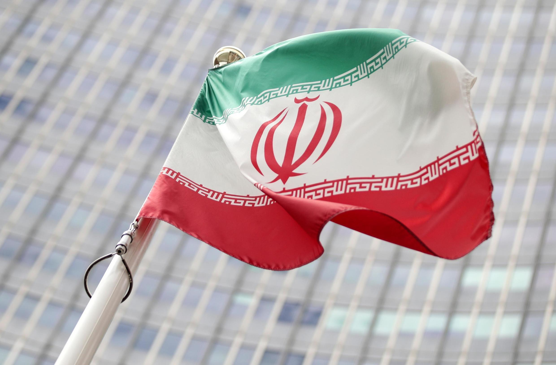 Bendera ya Iran ikipepea mbele ya makao makuu ya shirika la Kimataifa la Nishati ya Atomiki (IAEA) huko Vienna, Austria, Julai 10, 2019.