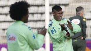 Neymar no primeiro dia de treino da seleção em Paris.