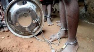 Crianças estupradas, torturadas e acorrentadas em uma escola muçulmana em Kaduna, descoberta pela polícia nigeriana em 26 de setembro de 2019.