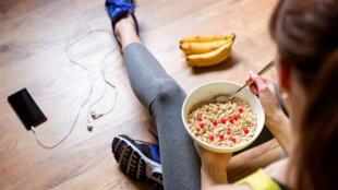 Une alimentation équilibrée et la pratique régulière d'une activité physique réduisent considérablement le risque de maladies non transmissibles.