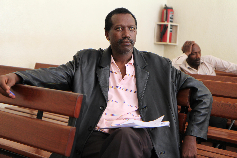 Le capitaine rwandais en retraite David Kabuye devant le tribunal, Kigali, Rwanda, le 16 mars 2015.