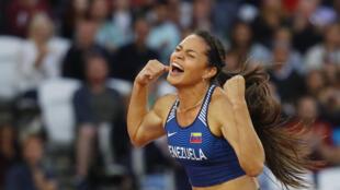 Robeilys Peinado celebra el salto que le permitió ganar su medalla, este 6 de agosto de 2017 en Londres.