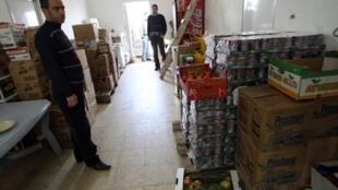 Des douaniers palestiniens ont saisi des produits fabriqués dans les colonies juives de Cisjordanie. Ramallah, mars 2010.