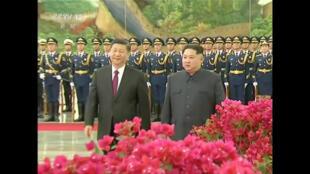 Lãnh đạo Bắc Triều Tiên, Kim Jong Un bất ngờ đến Bắc Kinh gặp chủ tịch Tập Cận Bình ngày 26/03/2018.