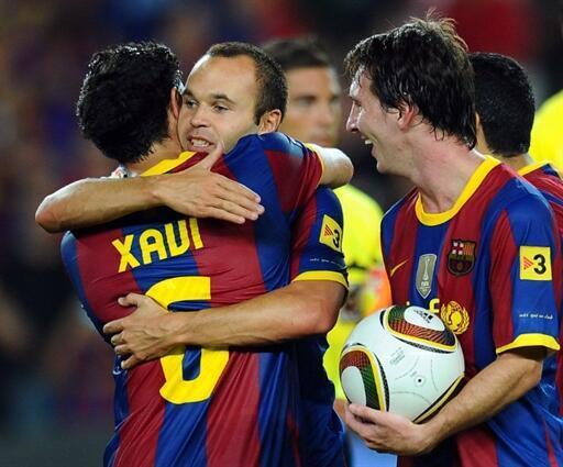 Xavi, Iniesta et Messi finalistes pour le Ballon d'Or 2010.
