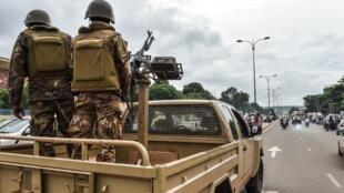 Des militaires maliens en patrouille dans les rues de Bamako (image d'illustration).