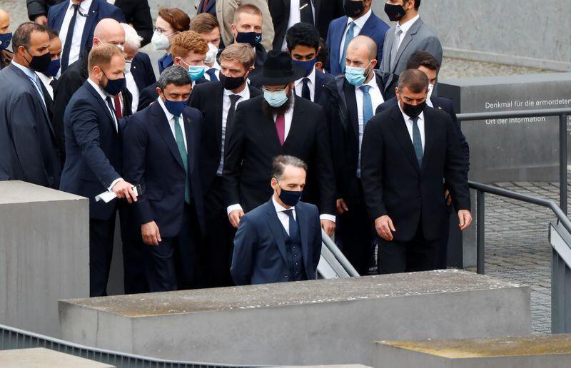 وزرای امور خارجۀ اسرائیل، امارات و آلمان ششم اکتبر در بنای یادبود قتل عام یهودیان توسط آلمان نازی در شهر برلن.