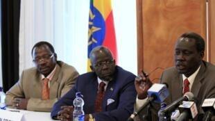 Trois des prisonniers politiques sud-soudanais libérés: Cirino Hiteng, Gier Chuang et Deng Alors Kuol.