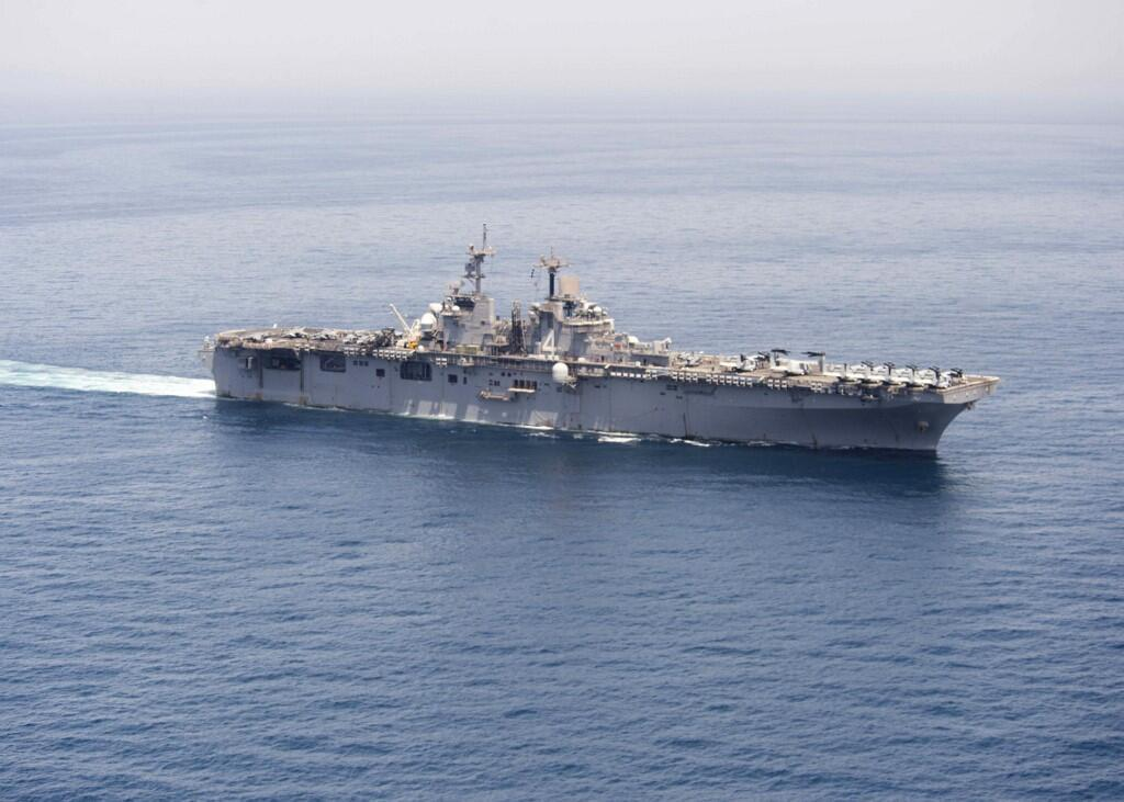 """عکسی از ناو هواپیمابر """"USS Boxer"""" که در تاریخ ١۵ ژوئن ٢٠١۶ توسط نیروی دریایی ایالات متحده منتشر شده است."""