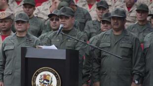 Le ministre de la Défense vénézuélien Vladimir Padrino Lopez pendant une cérémonie avec des membres de l'armée à Caracas, le 17 avril 2017.