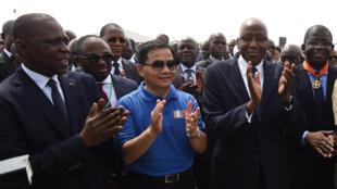 Le ministre ivoirien des Transports, Amadou Koné, l'ambassadeur de Chine, Tang Weibin, le Premier ministre ivoirien, Amadou Gon Coulibaly, et le directeur général du port, Hien Yacouba Sie lors de la cérémonie d'inauguration de l'expansion du canal Vridi.