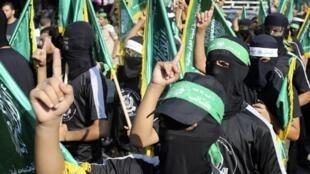Des membres du Hamas défilent à Rafah, le 17 août 2014.