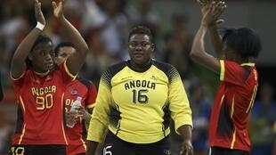 Les handballeuses angolaises après leur défaite face à la Russie le 16 août 2016.