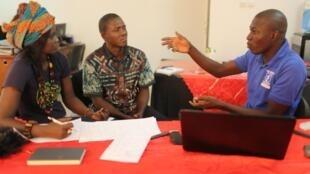 Journalists Codou Loum (Radio Oxyjeunes), Fathy Keba (Gabou FM) and Pape Kaïre (Radio Penc Mi) during the Aware Migrants training in Dakar