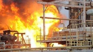 """آتشسوزی در مخازن """"متجمع پتروشیمی بوعلی سینا"""" یکی از مجتمعهای پتروشیمی استان خوزستان."""