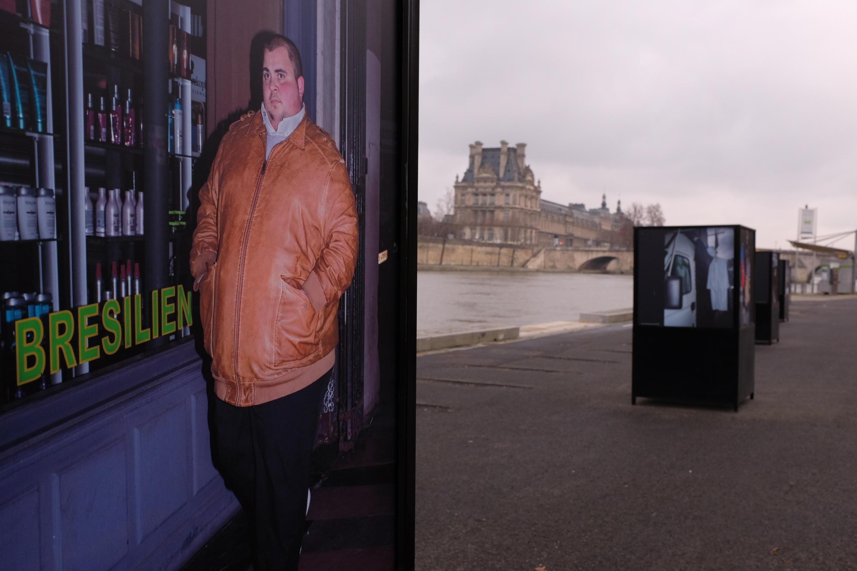 """Foto de la serie """"Noche Blanca en París"""" del fotógrafo Feng Li en el festival PhotoSaintGermain."""