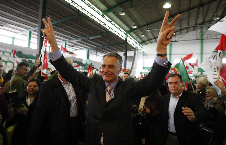 O presidente português Anibal Cavaco Silva durante um comício no dia 8 de janeiro de 2011.