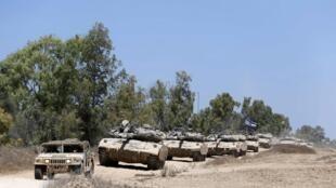 Msafara wa magari ya kijeshi ya Israeli yakijielekeza katika ukanda wa Gaza,  Ogasti 3 mwaka 2014..