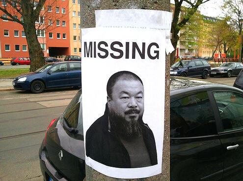 """Плакат с фотографией китайского художника Ай Вэй Вэя с надписью """"пропавший без вести"""""""