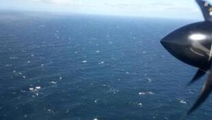 Un avión de la Armada Argentina sobrevuela el Atlántico Sur buscando el submarino ARA San Juan, el 22 de noviembre de 2017.