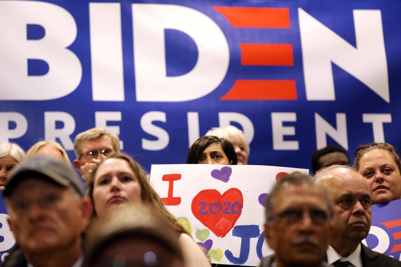 Các cổ động viên đến dự buổi mit-tinh của cựu phó tổng thống Mỹ Joe Biden tại Cedar Rapids, Iowa, Mỹ, ngày 30/04/2019.