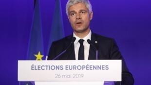 Laurent Wauquiez réagit au score historiquement bas de la liste LR aux européennes, le 26 mai à Paris.