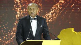 Le président de la CAF Ahmad Ahmad, s'exprimant lors de la cérémonie récompensant les meilleurs acteurs du football africain à Hurghada en Egypte, le 7 janvier 2020