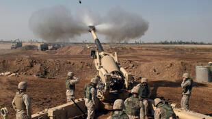 Des soldats du 14e régiment des Marines américains en action, en 2004, autour de Falloujah (Irak).