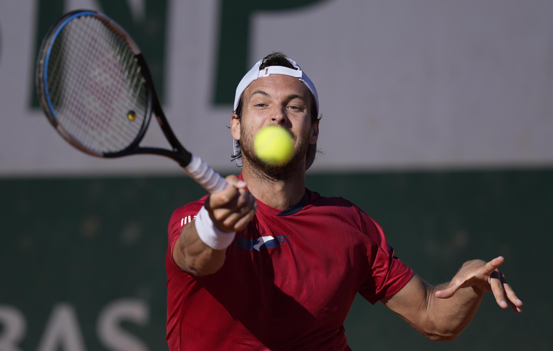 O tenista português João Sousa foi eliminado esta segunda-feira pelo norte-americano Taylor Fritz.