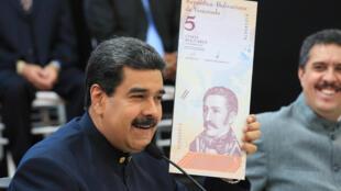 El presidente Maduro presentando los nuevos billetes, Caracas 22 de marzo 2018.