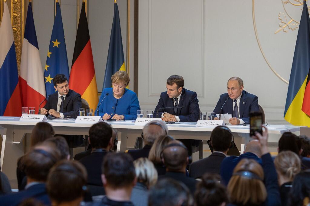 Từ trái qua : tổng thống Ukraina Volodymyr Zelensky, thủ tướng Đức Angela Merkel, tổng thống Pháp Emmanuel Macron và nguyên thủ Nga Vladimir Poutine, tại điện Elysée, Paris, Pháp, ngày 09/12/2019
