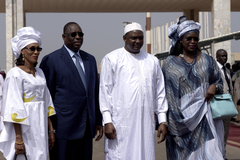 Shugaban kasar Senegal Macky Sall tare da shugaban kasar gambia Adama Barrow tare da iyalansu
