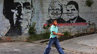 Les murs aussi se parent des portraits des candidats : Salvador Sanchez Ceren est le candidat du FMLN, le 31 janvier à San Salvador.