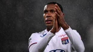 O zagueiro do Lyon, Marcelo.