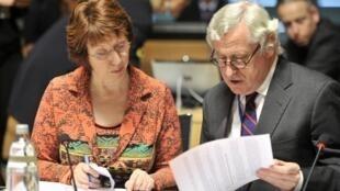 La haute représentante aux Affaires étrangères de l'Union européenne Catherine Ashton et le secrétaire général de l'Union européenne aux Affaires étrangères Pierre Vimont le 23 avril 2012 à Luxembourg