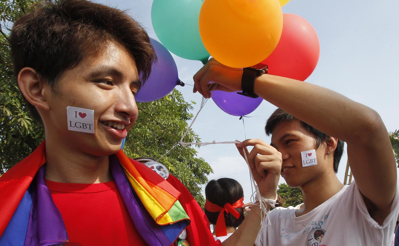 Cuộc tuần hành  đầu tiên của những người đồng tính ở Hà Nội ngày 5/8/2012 (REUTERS /Kham)