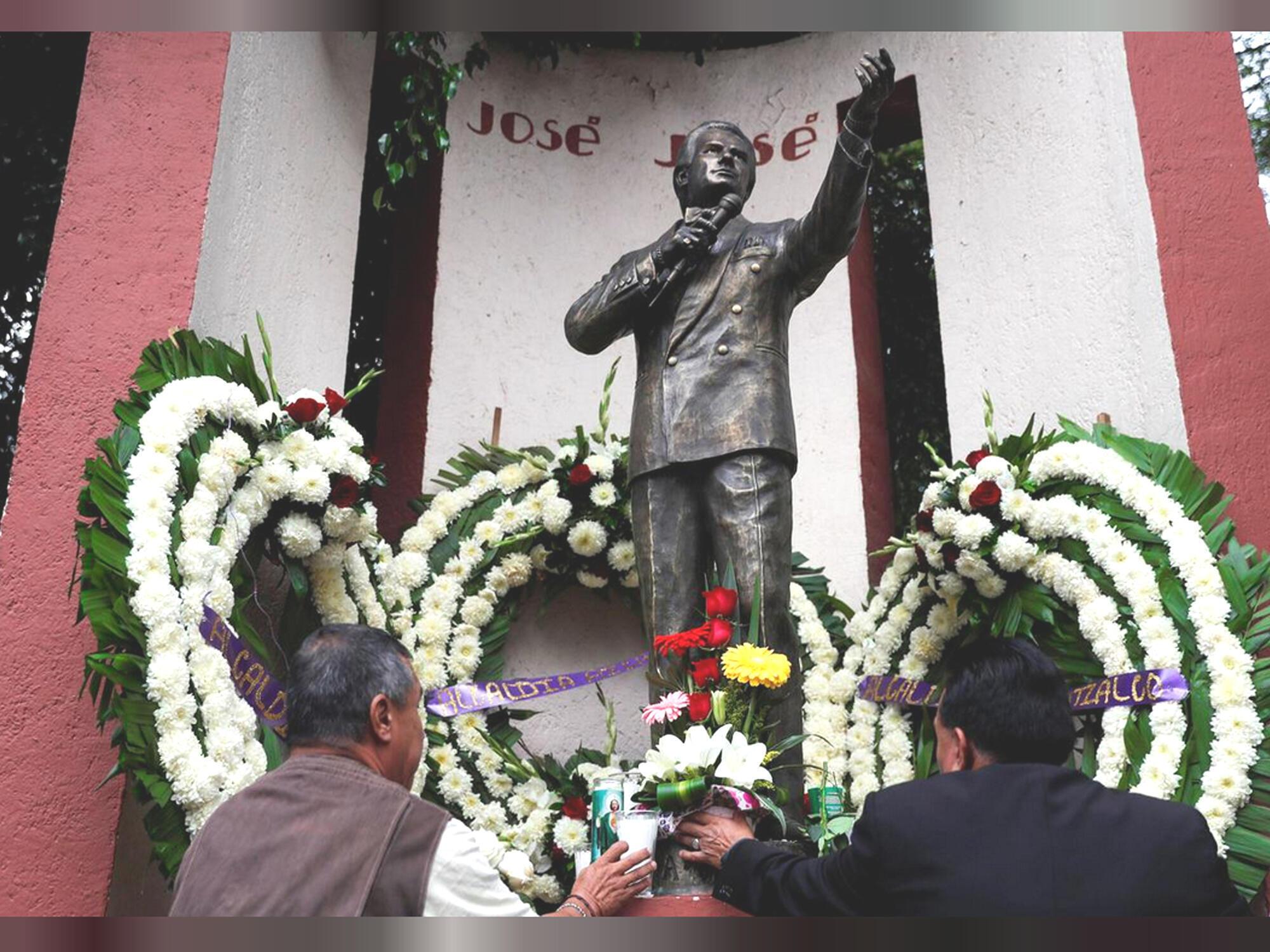 Tượng đài José José được dựng gần công viên Claveria, nguyên quán của ca sĩ