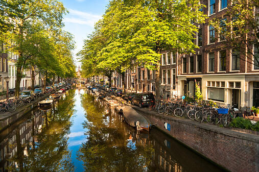 نمای عمومی یکی از کانالهای مرکز شهر آمستردام