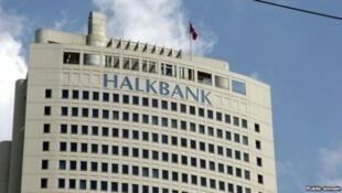 """""""هالک بانک"""" ترکیه، واسطه در انتقال یورو به ایران"""