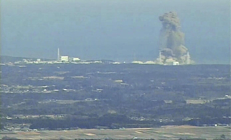 14 марта 2011 года. Облако над японской АЭС Фукусима-1, где произошел взрыв на третьем энергоблоке
