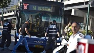 Palestino ataca ônibus no centro de Tel Aviv e deixa sete feridos