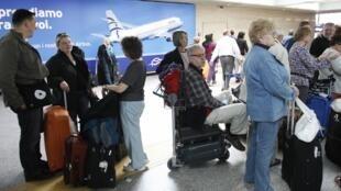 Les Américains exigent que, lors des vols transatlantiques, les informations PNR (Passenger Name Record) soient communiquées 4 jours avant le départ du passager.