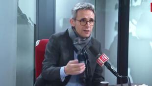 Stéphane Troussel, Président du Conseil départemental de la Seine-Saint-Denis et Secrétaire national du Parti socialiste dans les locaux de RFI.