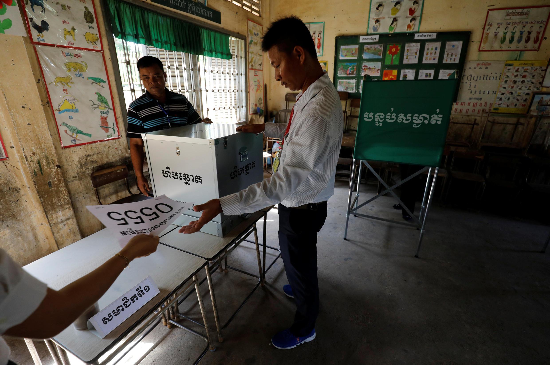 Chuẩn bị phòng phiếu tại một trường học ở Phnom Penh, Cam Bốt, ngày 28/07/2018.