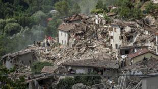 意大利中部地震Pescara del Tronto村镇航拍2016年8月25日