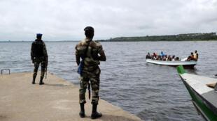 Askari wa vikosi maalum vya Cote d'Ivoire katika mji wa Adiaké, karibu na mpaka na Ghana, Septemba 24, 2012.