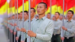 Des policiers paramilitaires à Pékin, durant la cérémonie du 61ème anniversaire  61ème anniversaire de la fondation de la République populaire de Chine, le 1er octobre 2010.