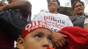Simpatizantes de Ollanta Humala festejan triunfo en la primera vuelta, 10 de abril 2011